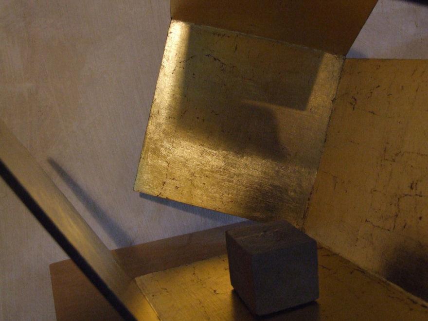 Cube dans sa boîte ouverte 2012 détail